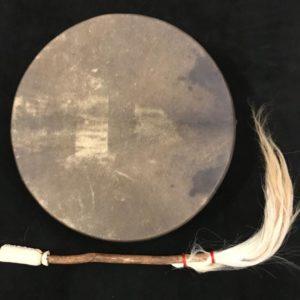 Image d'un tambour chamanique à main recto #tambour #drum #trommel #tamburo #chamanique #shamanic #schamanisch #sciamanico #spiritualité #spirituality #Spiritualität #spiritualità #cérémonie #ceremony #Zeremonie #cerimonia #rituel #ritual #Ritual #rituale #chamanisme #shamanism #Schamanismus #sciamanesimo #druidisme #druidism #Druidismus #druidismo #celte #celtic #keltisch #celtico