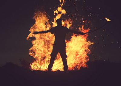 Tambour chamanique à main #tambour #drum #trommel #tamburo #chamanique #shamanic #schamanisch #sciamanico #spiritualité #spirituality #Spiritualität #spiritualità #cérémonie #ceremony #Zeremonie #cerimonia #rituel #ritual #Ritual #rituale #chamanisme #shamanism #Schamanismus #sciamanesimo #druidisme #druidism #Druidismus #druidismo #celte #celtic #keltisch #celtico Photo by Mohamed Nohassi on Unsplash