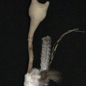 Hochet chamanique artisanal #hochet #rattle #Rasseln #sonaglio #chamanique #shamanic #schamanisch #sciamanico #spiritualité #spirituality #Spiritualität #spiritualità #cérémonie #ceremony #Zeremonie #cerimonia #rituel #ritual #Ritual #rituale #chamanisme #shamanism #Schamanismus #sciamanesimo #druidisme #druidism #Druidismus #druidismo #celte #celtic #keltisch #celtico