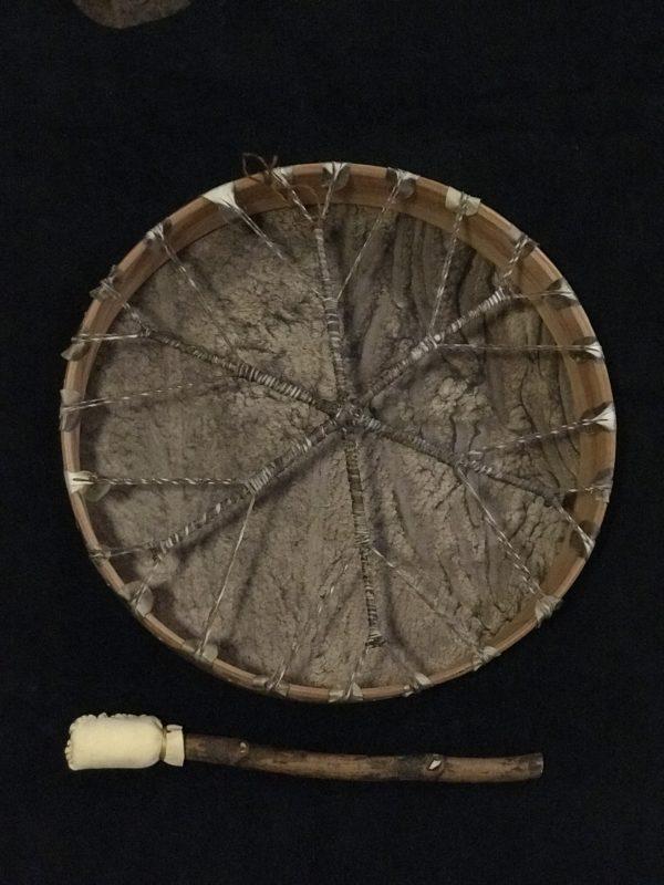Tambour chamanique à main #tambour #drum #trommel #tamburo #chamanique #shamanic #schamanisch #sciamanico #spiritualité #spirituality #Spiritualität #spiritualità #cérémonie #ceremony #Zeremonie #cerimonia #rituel #ritual #Ritual #rituale #chamanisme #shamanism #Schamanismus #sciamanesimo #druidisme #druidism #Druidismus #druidismo #celte #celtic #keltisch #celtico